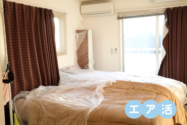 ベッドの上も養生シート